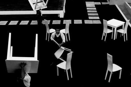 Белые стулья